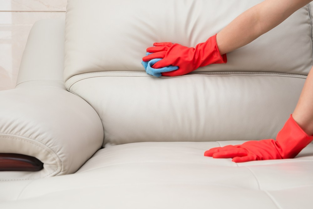 Tips Paling Efektif Cuci Sofa Kain