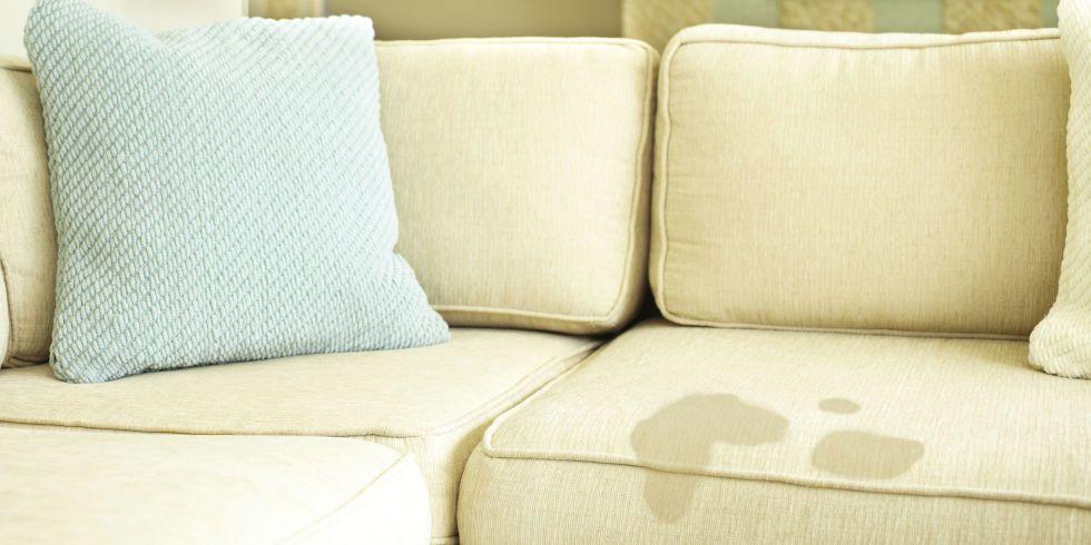 Trik Sukses Menghilangkan Noda Sofa Sesuai Jenisnya